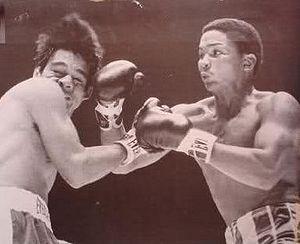 De Jesus hands Roberto his first pro defeat.