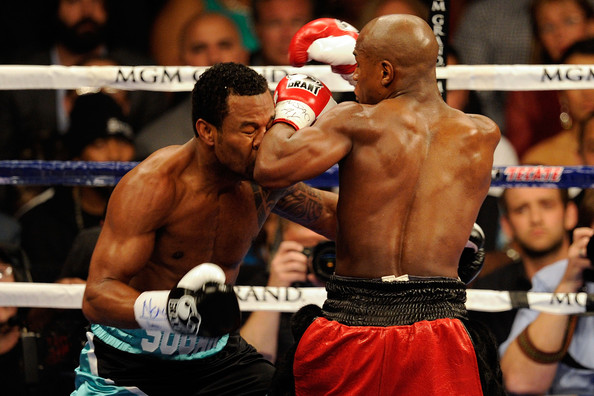 Forearm to the face: a Mayweather specialty.