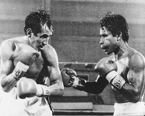 Zarate (left) vs Pintor ended in highly controversial fashion
