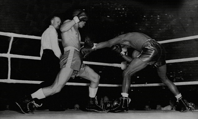 Ray Robinson catches Randy Turpin with a body jab in their first fight.