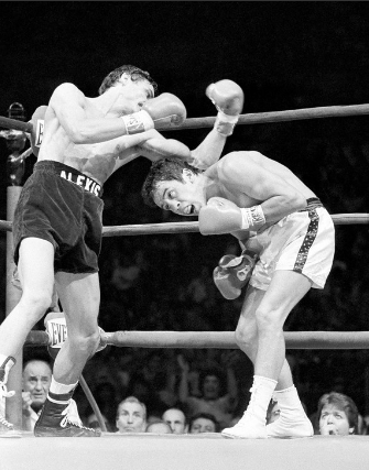 Arguello pursues Chacon.