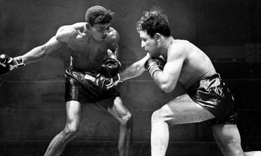 LaMotta (right) battles Robinson.