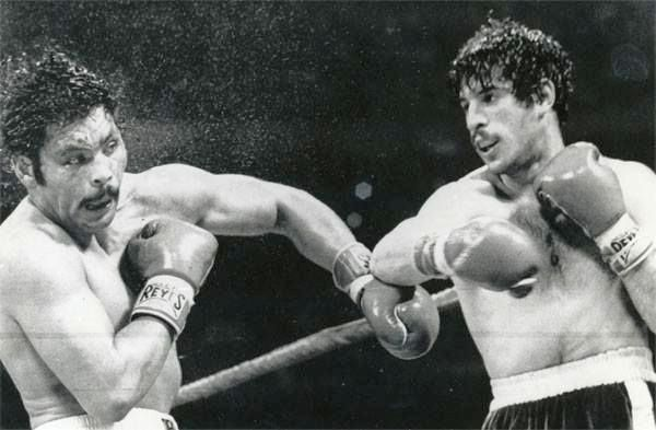 Mike Rossman (right) nails Galindez in their first fight.