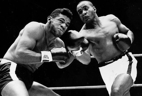 Liston knocks out Patterson.