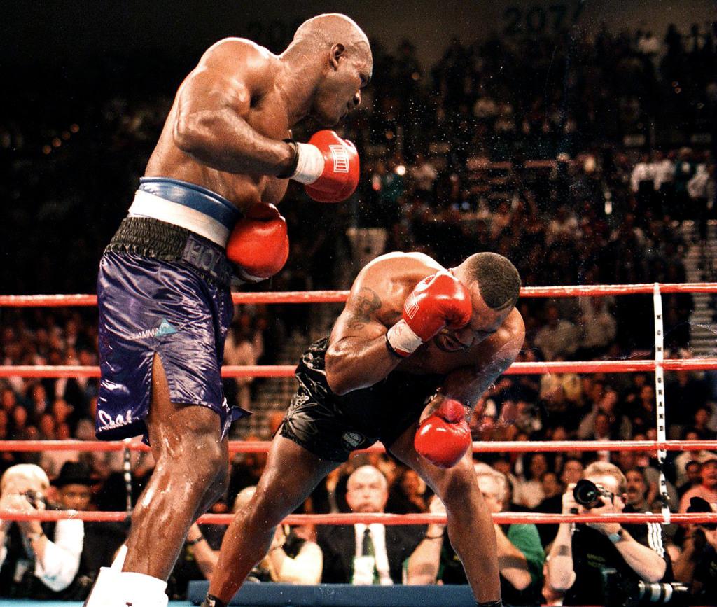 Holyfield pressures Tyson