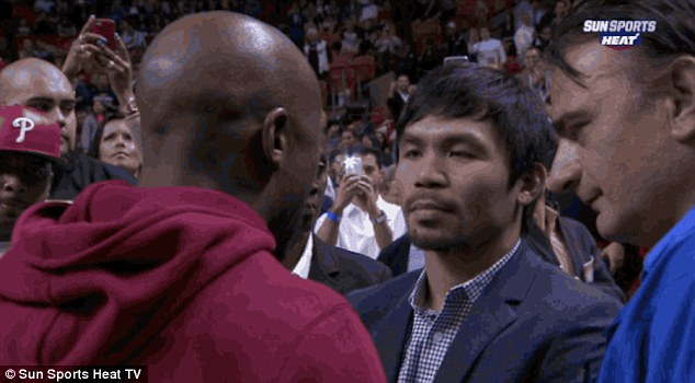25216EB600000578-2929269-Mayweather_and_Pacquiao_speak_during_half_time_of_the_Miami_Heat-a-2_1422421089675