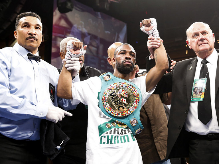 Gary Russell Jr. featherweight title