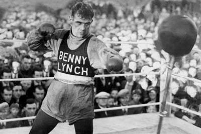 The crowd looks on as the great Benny Lynch trains.