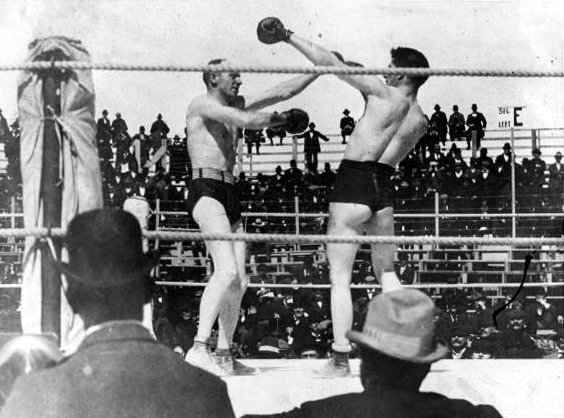 Corbett (right) en route to losing his title to Bob Fitzsimmons.