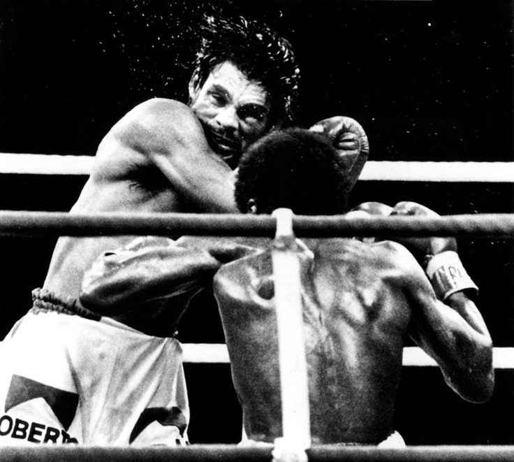 Duran furiously attacking Leonard in Montreal.