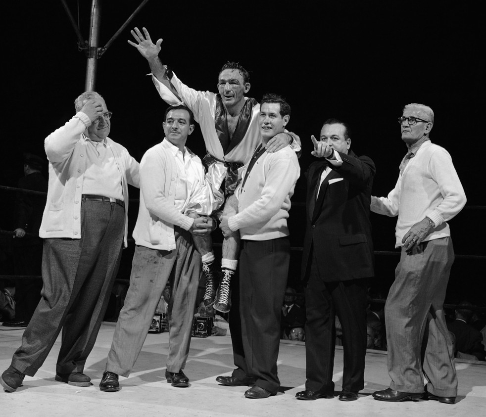 Dundee (second from left) with Carmen Basilio.