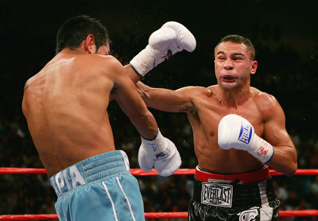 Peden battling legendary Mexican Marco Antonio Barrera.