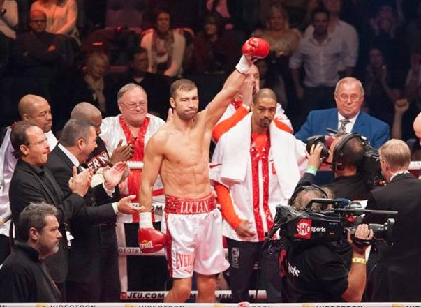 Bute is introduced to the Quebec City crowd.
