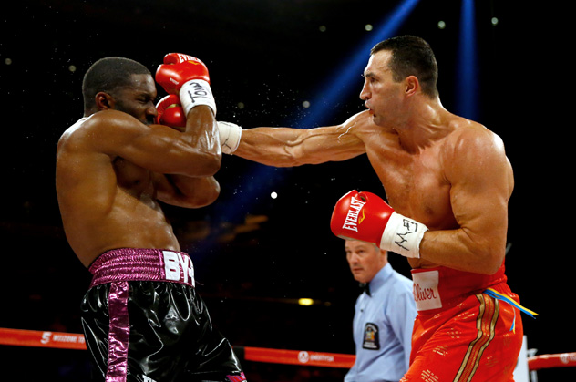 NEW YORK, NY - APRIL 25: Wladimir Klitschko (R) of Ukraine throws a right to the face of Bryant Jennings (L) of the United States during their IBF/WBO/WBA World Heavyweight Championship title fight at Madison Square Garden on April 25, 2015 in New York City. (Photo by Al Bello/Bongarts/Getty Images)