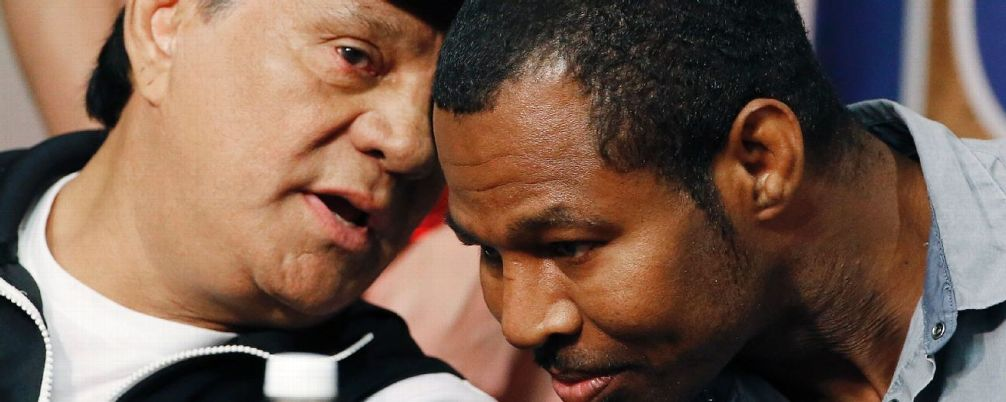 Duran giving Mosley some pearls of hard-won wisdom.