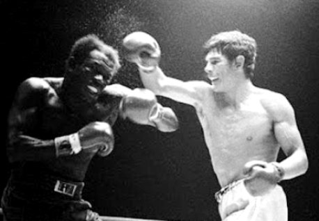 Monzon (right) defeats Griffith.
