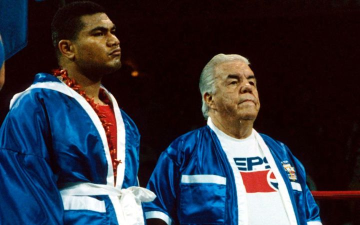 With heavyweight David Tua in 1993.